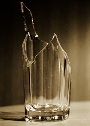 梦见收拾碎瓶子,将会出现什么样的预兆呢?