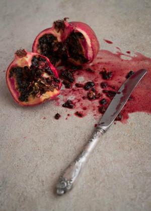 梦见别人用刀捅自己,户外运势相当旺