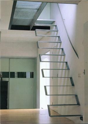 梦见下楼梯很陡很害怕,这可不是什么好事