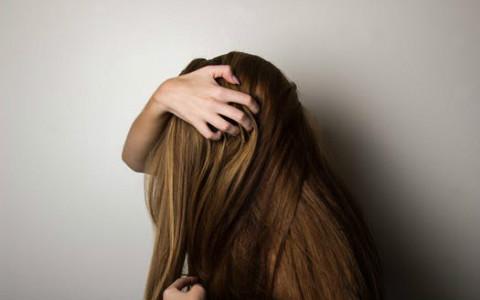 梦见掉头发是什么征兆?为琐事烦心不已