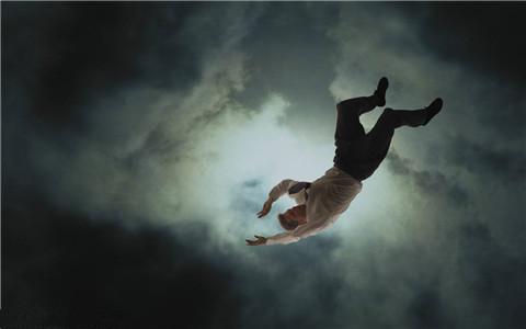 梦见从高处坠落,预示着什么?