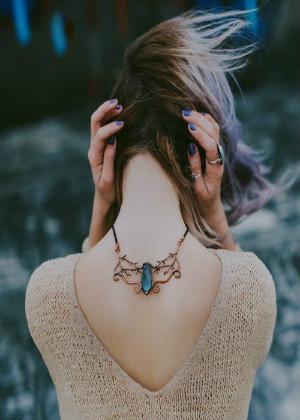 从脖子看财运好坏,脖子宽厚有助家庭发展