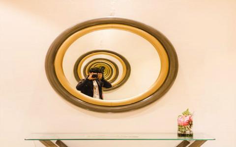 镜子在店铺中的风水作用,可以起到防小人的效果