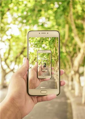 梦见自己把手机摔了,将会出现不好的预兆